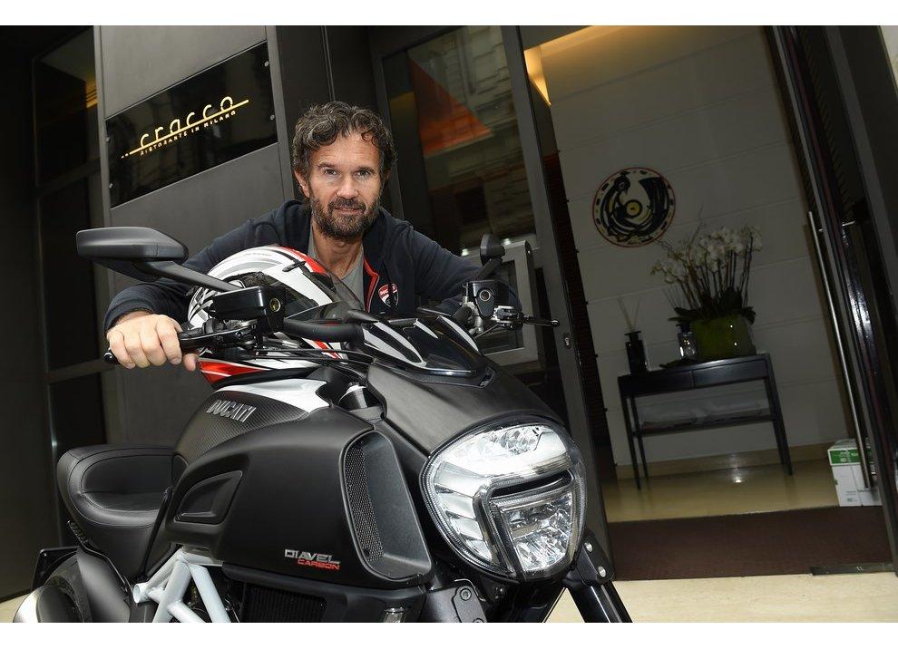 Un Ducati Diavel per lo Chef Carlo Cracco - Foto 1 di 4
