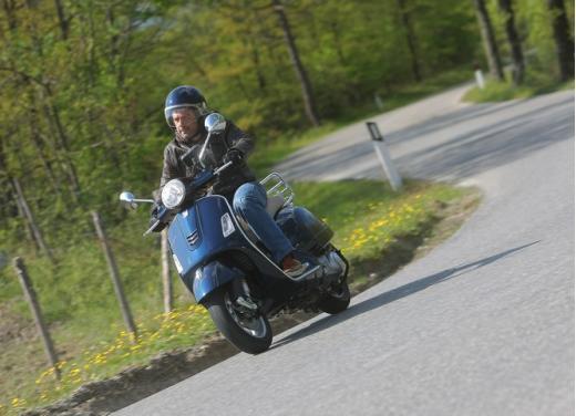 Vespa GTS 300 test ride - Foto 2 di 24