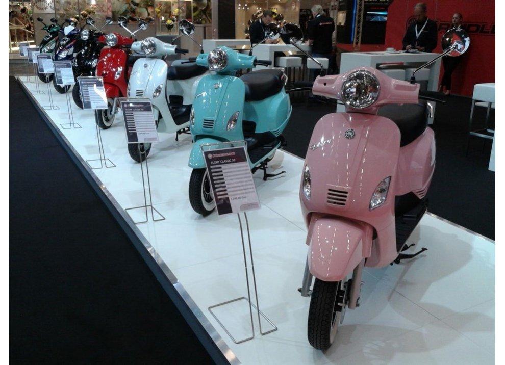 Vespa, tanti scooter simili alla mitica due ruote italiana - Foto 6 di 6
