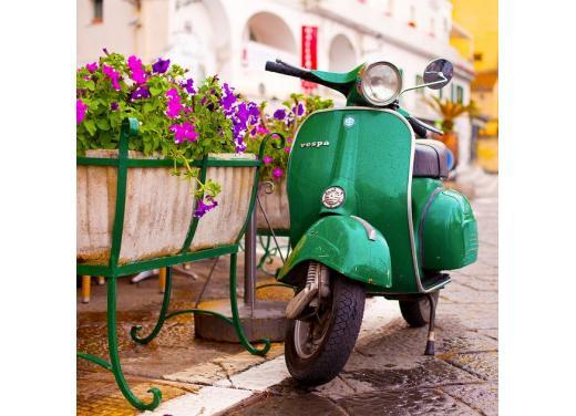 Vespa, una gallery simpatica celebra lo scooter più famoso al mondo - Foto 15 di 33