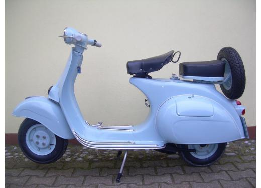 Vespa, una gallery simpatica celebra lo scooter più famoso al mondo - Foto 32 di 33