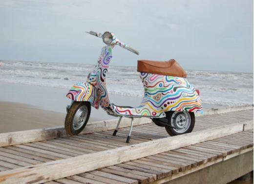 Vespa, una gallery simpatica celebra lo scooter più famoso al mondo - Foto 33 di 33