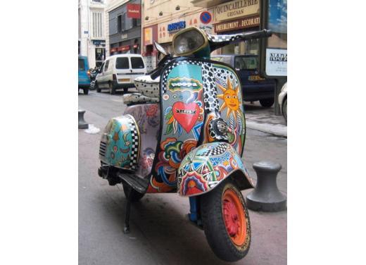Vespa, una gallery simpatica celebra lo scooter più famoso al mondo - Foto 22 di 33