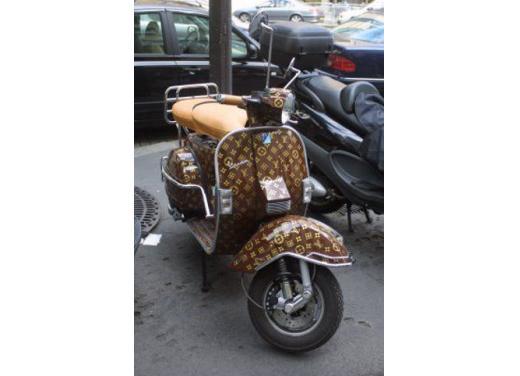 Vespa, una gallery simpatica celebra lo scooter più famoso al mondo - Foto 20 di 33