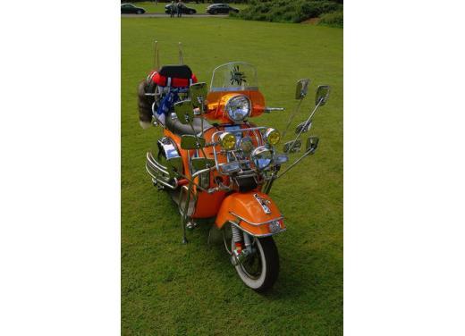 Vespa, una gallery simpatica celebra lo scooter più famoso al mondo - Foto 19 di 33