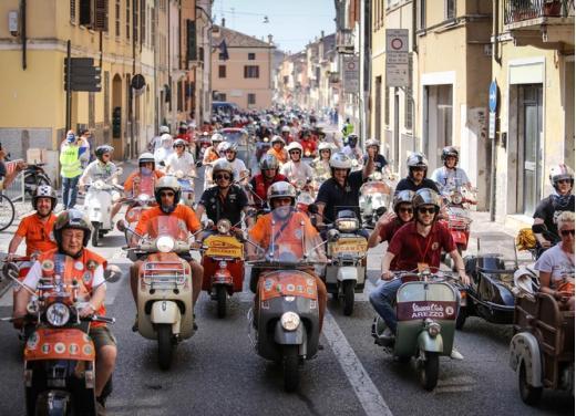 Vespa World Days 2014: a Mantova l'edizione dei record - Foto 13 di 17