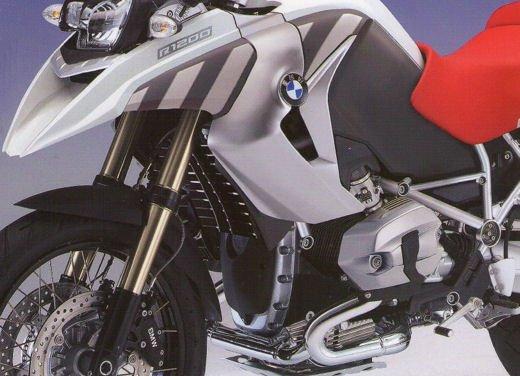 BMW R1200GS: foto spia del nuovo boxer raffreddato a liquido - Foto 2 di 10