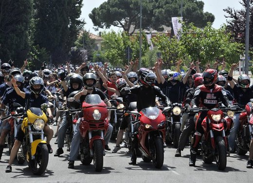 World Ducati Week 2012: Ducati Diavel Carbon in palio - Foto 12 di 14