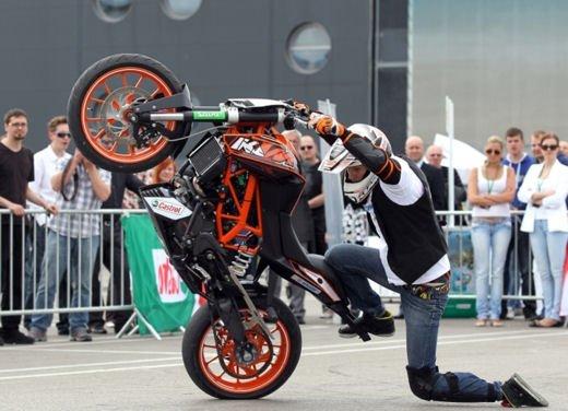 KTM Duke 125 e le evoluzioni dello stunt  Rok Bagoros - Foto 3 di 15