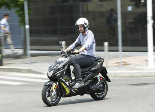 Yamaha Aerox R prova su strada insieme a BW's Easy e  Neo's Easy