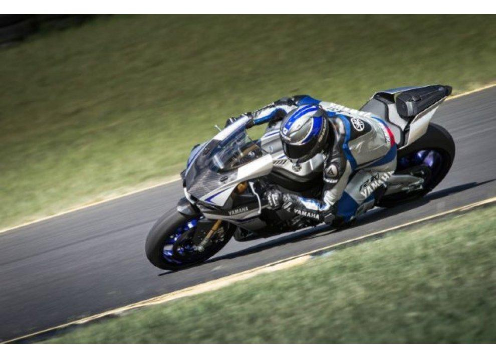 Yamaha e Dainese insieme ad Eastern Creek per il lancio della nuova R1M