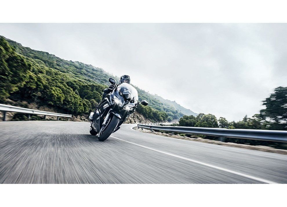 Yamaha FJR 1300 A/AE/AS 2016: il turismo al next level - Foto 7 di 50