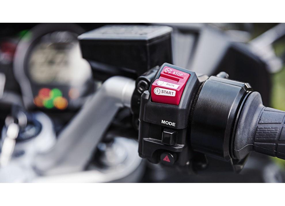 Yamaha FJR 1300 A/AE/AS 2016: il turismo al next level - Foto 15 di 50