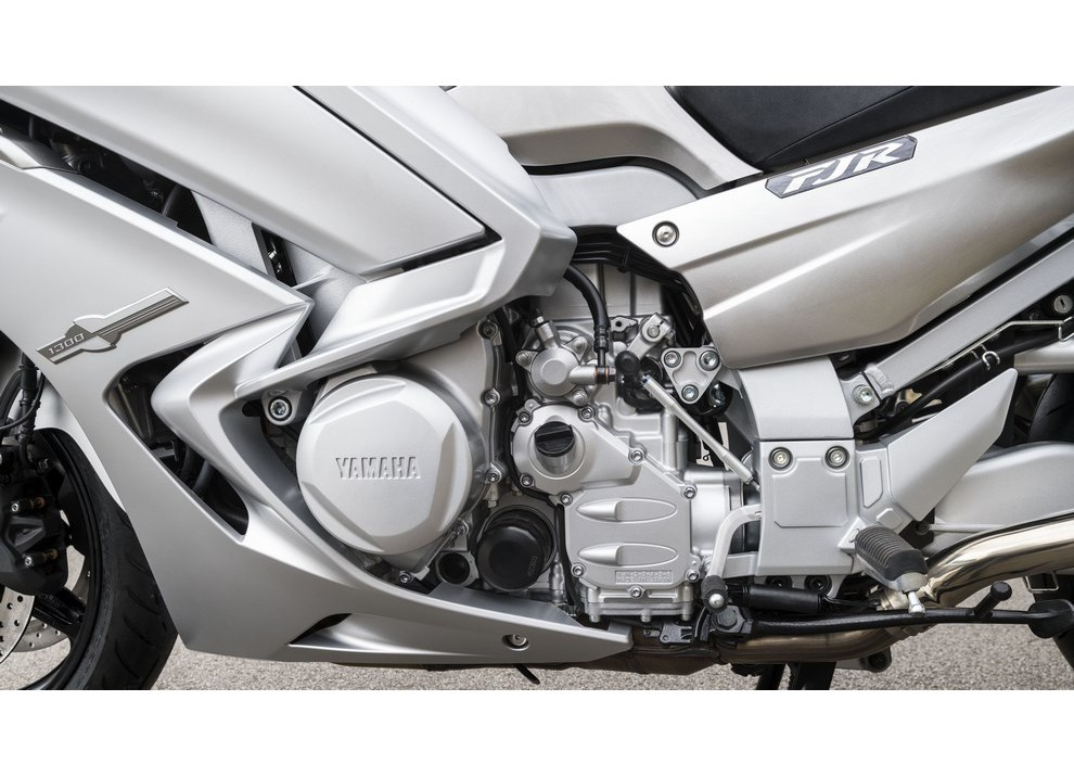 Yamaha FJR 1300 A/AE/AS 2016: il turismo al next level - Foto 36 di 50