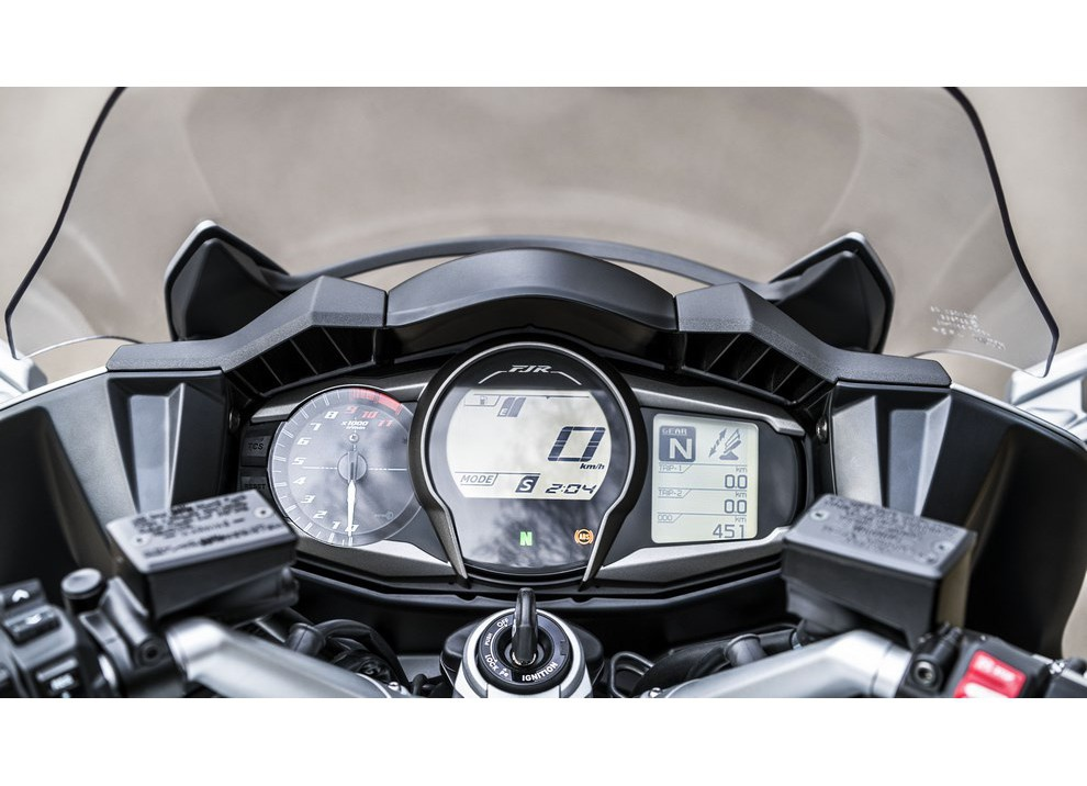 Yamaha FJR 1300 A/AE/AS 2016: il turismo al next level - Foto 41 di 50