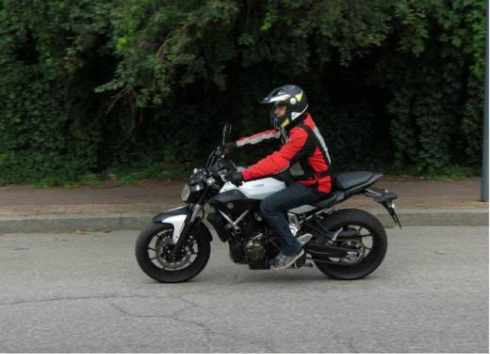 Yamaha MT-07 prova su strada, prestazioni e prezzi