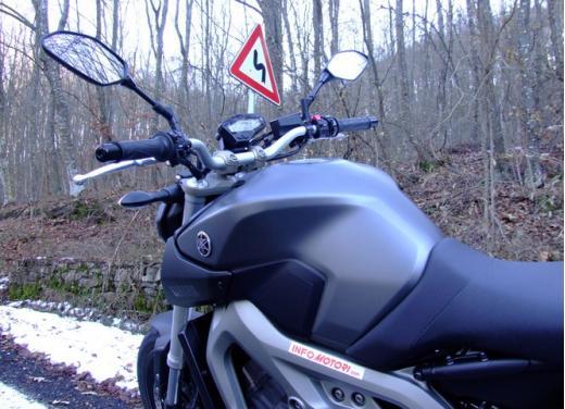 Yamaha MT-09 prova su strada - Foto 12 di 52