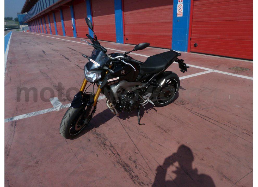 Yamaha MT-09: Test Ride in pista e su strada, la recensione - Foto 4 di 32
