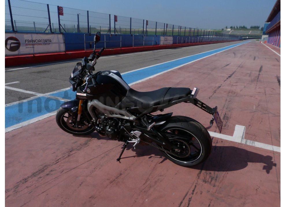 Yamaha MT-09: Test Ride in pista e su strada, la recensione - Foto 5 di 32