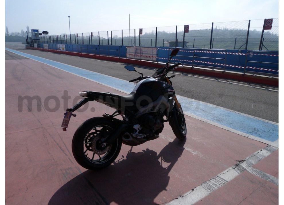 Yamaha MT-09: Test Ride in pista e su strada, la recensione - Foto 7 di 32