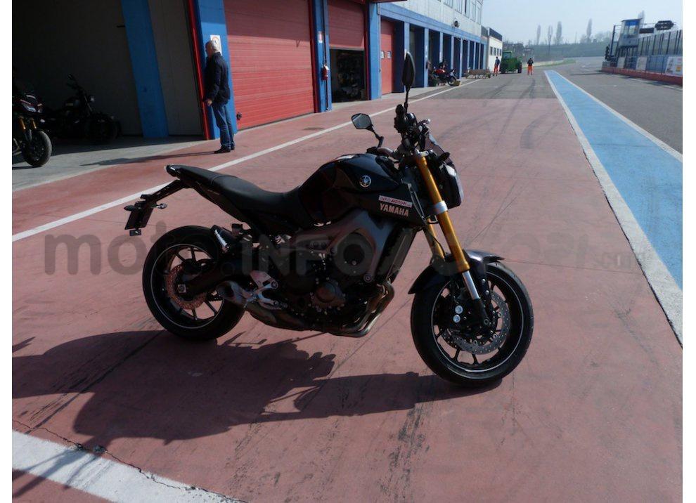 Yamaha MT-09: Test Ride in pista e su strada, la recensione - Foto 8 di 32