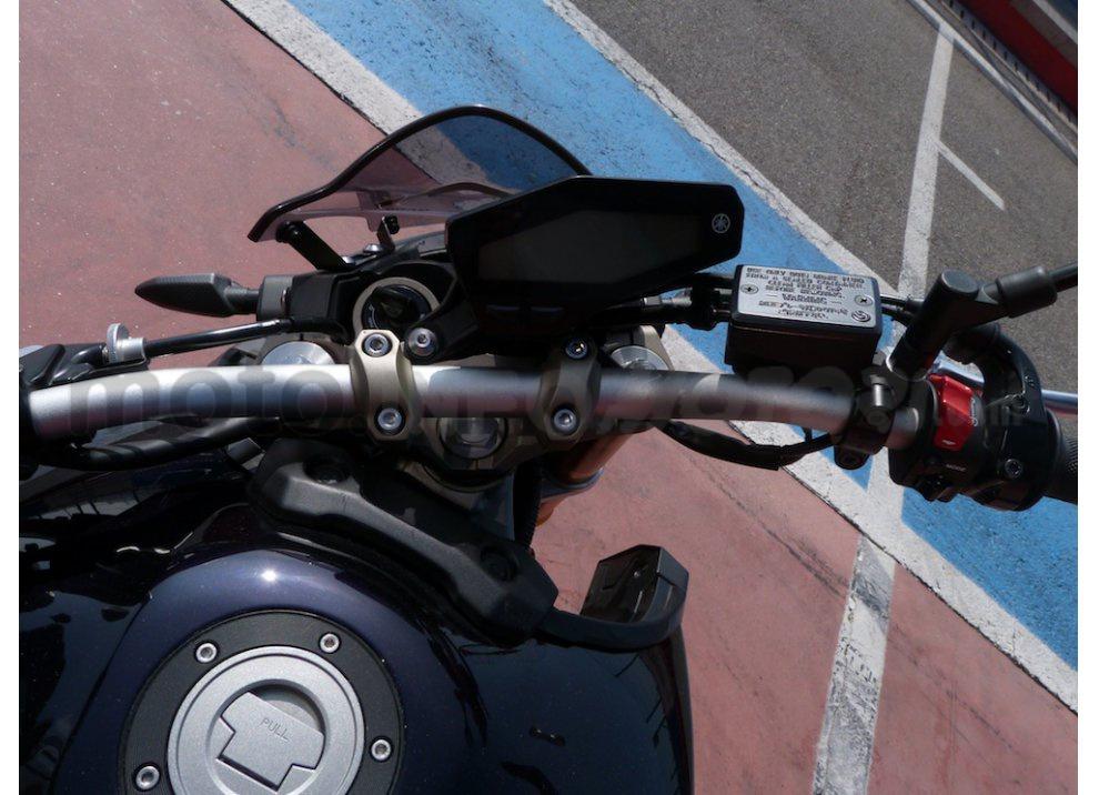 Yamaha MT-09: Test Ride in pista e su strada, la recensione - Foto 11 di 32