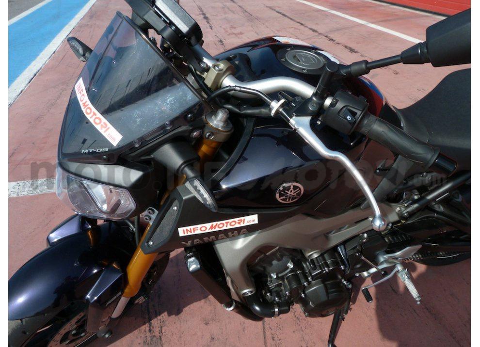 Yamaha MT-09: Test Ride in pista e su strada, la recensione - Foto 13 di 32