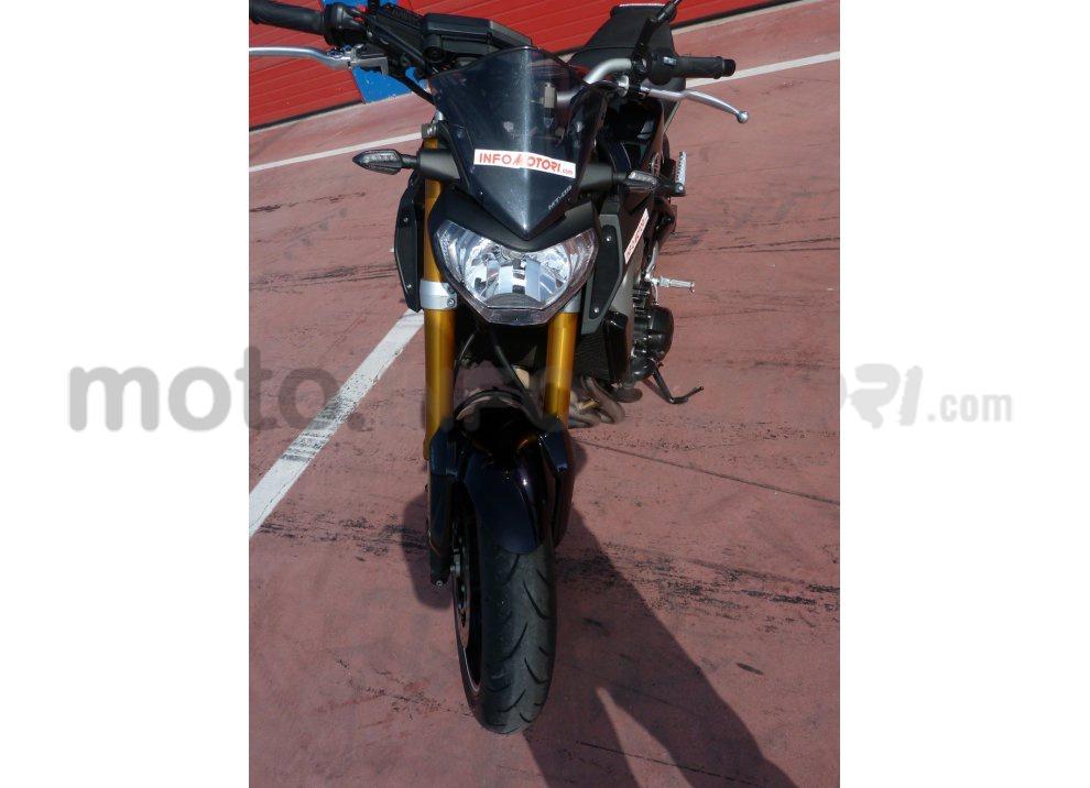 Yamaha MT-09: Test Ride in pista e su strada, la recensione - Foto 14 di 32