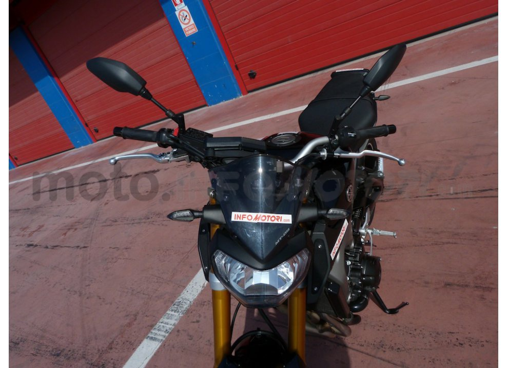 Yamaha MT-09: Test Ride in pista e su strada, la recensione - Foto 15 di 32