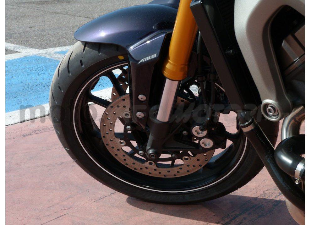 Yamaha MT-09: Test Ride in pista e su strada, la recensione - Foto 17 di 32