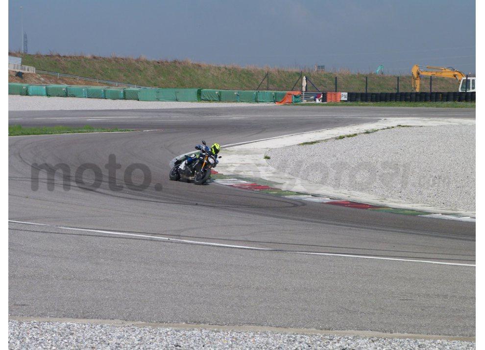 Yamaha MT-09: Test Ride in pista e su strada, la recensione - Foto 21 di 32