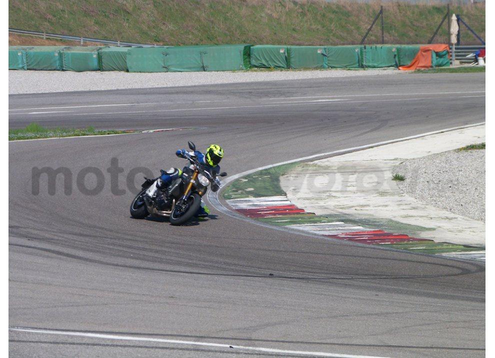 Yamaha MT-09: Test Ride in pista e su strada, la recensione - Foto 22 di 32