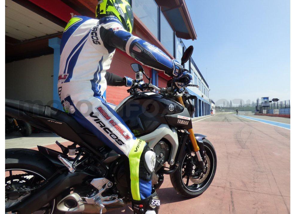 Yamaha MT-09: Test Ride in pista e su strada, la recensione - Foto 2 di 32