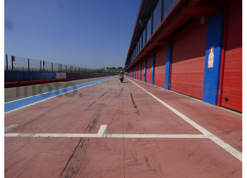 Yamaha MT-09: Test Ride in pista e su strada, la recensione - Foto 23 di 32