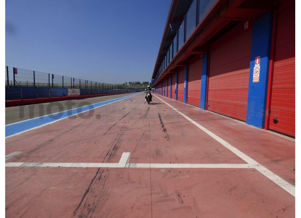 Yamaha MT-09: Test Ride in pista e su strada, la recensione - Foto 24 di 32