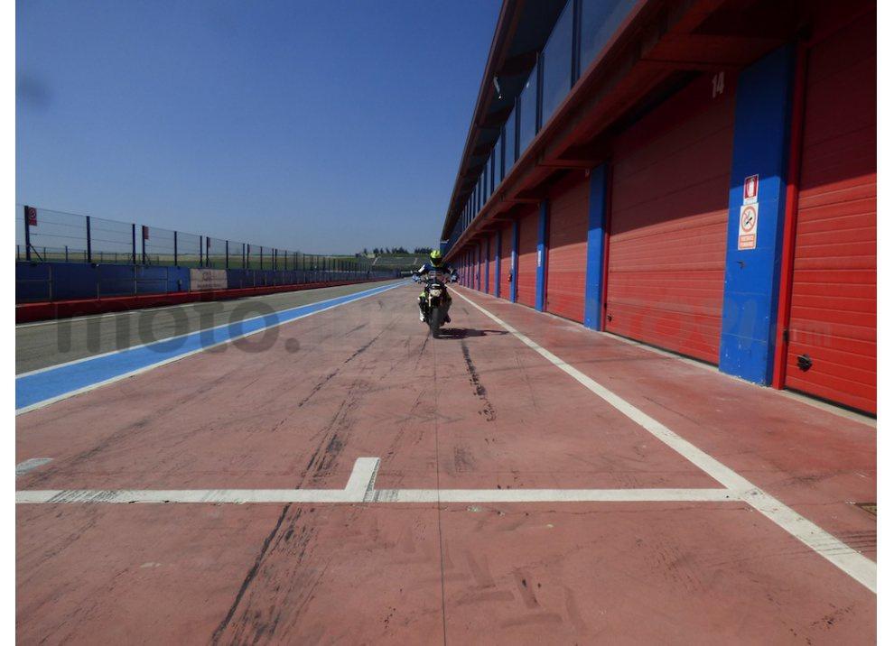 Yamaha MT-09: Test Ride in pista e su strada, la recensione - Foto 25 di 32