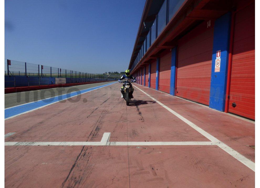 Yamaha MT-09: Test Ride in pista e su strada, la recensione - Foto 26 di 32