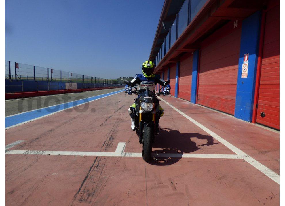 Yamaha MT-09: Test Ride in pista e su strada, la recensione - Foto 27 di 32