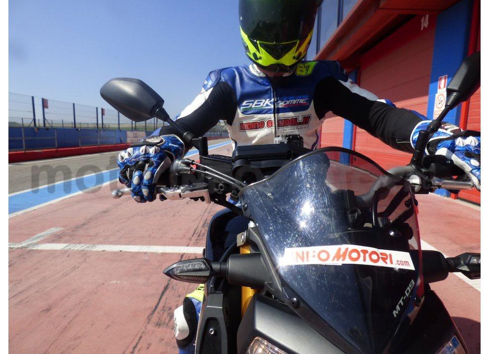 Yamaha MT-09: Test Ride in pista e su strada, la recensione - Foto 29 di 32