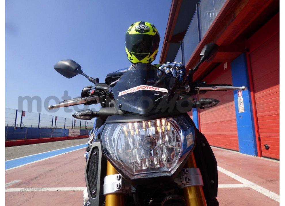 Yamaha MT-09: Test Ride in pista e su strada, la recensione - Foto 3 di 32