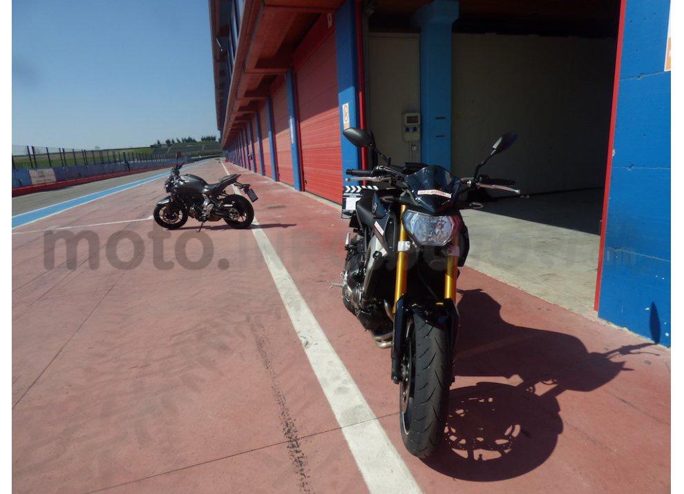 Yamaha MT-09: Test Ride in pista e su strada, la recensione - Foto 31 di 32