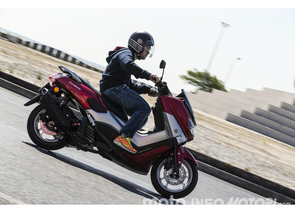 Yamaha NMAX 125, prova su strada a Lisbona