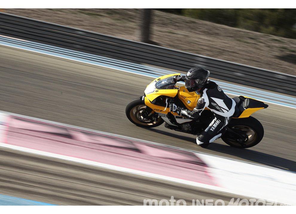 Yamaha R1 m.y. 2016 e la R1M nuovamente disponibile - Foto 22 di 31