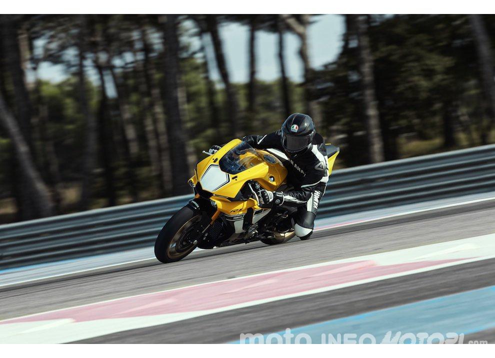 Yamaha R1 m.y. 2016 e la R1M nuovamente disponibile - Foto 9 di 31