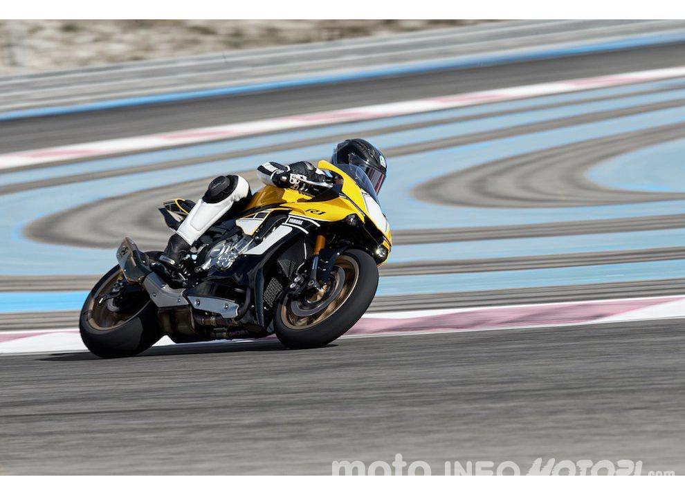 Yamaha R1 m.y. 2016 e la R1M nuovamente disponibile - Foto 26 di 31