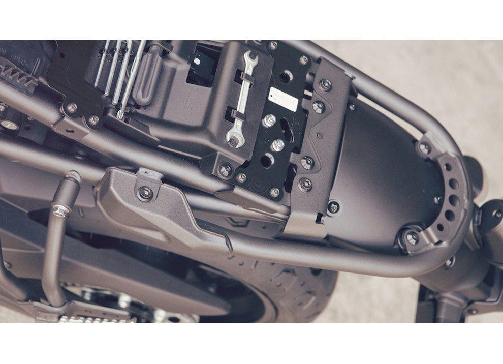 Yamaha XSR700 2016, I tre diapason sfidano Ducati - Foto 4 di 36