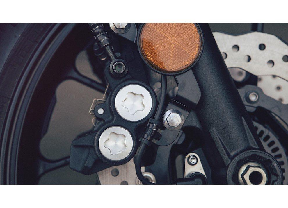 Yamaha XSR700 2016, I tre diapason sfidano Ducati - Foto 11 di 36