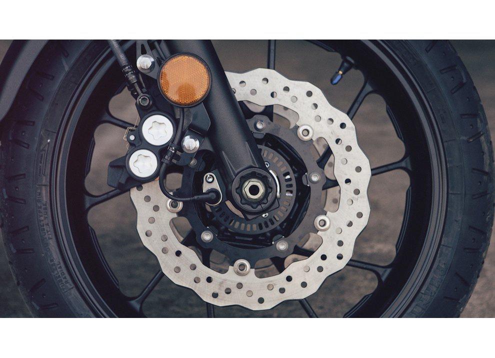 Yamaha XSR700 2016, I tre diapason sfidano Ducati - Foto 13 di 36