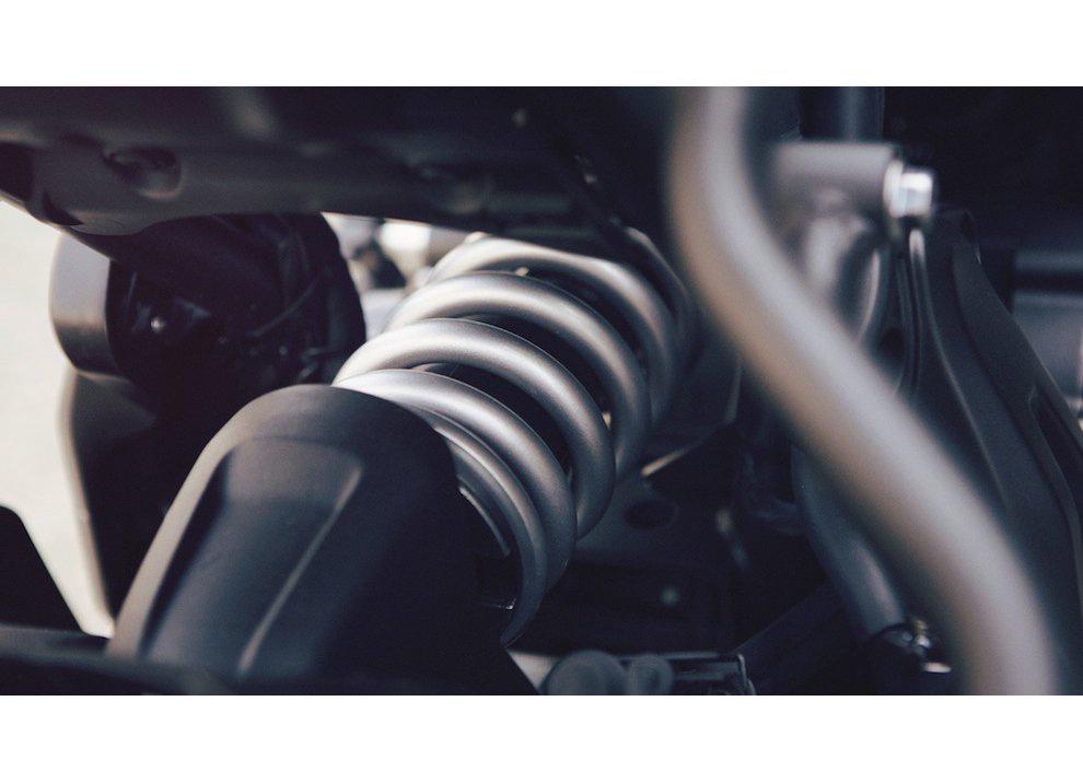 Yamaha XSR700 2016, I tre diapason sfidano Ducati - Foto 14 di 36