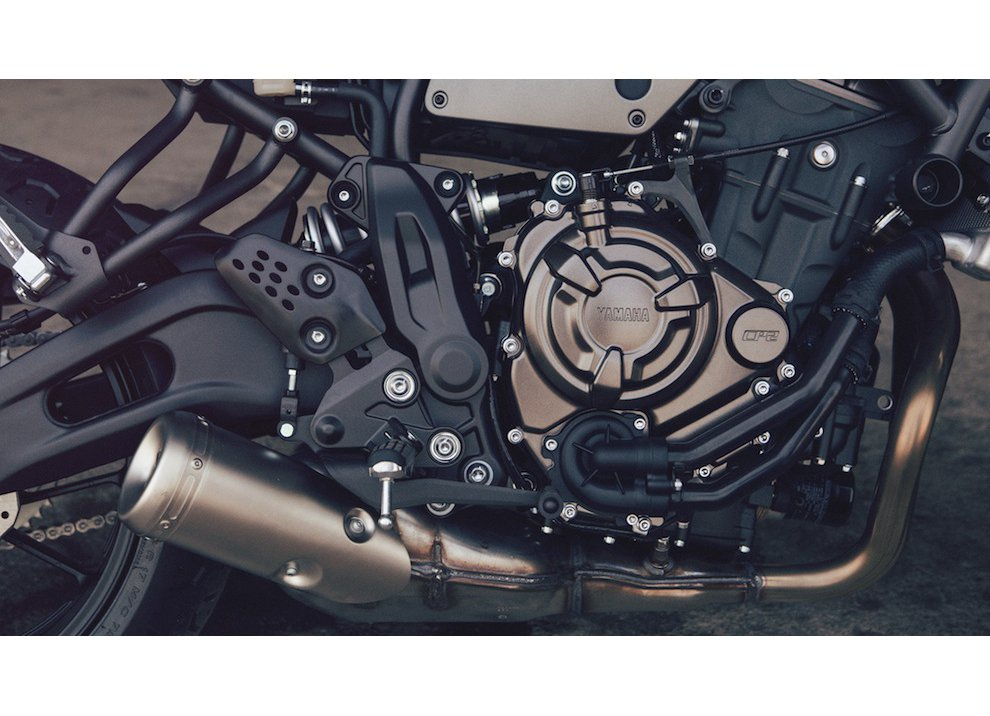Yamaha XSR700 2016, I tre diapason sfidano Ducati - Foto 17 di 36